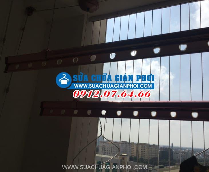 Sửa giàn phơi quần áo thông minh tại ban công nhà Chị Thủy tòa tháp C chung cư Kim Văn - Kim Lũ Hoàng Mai